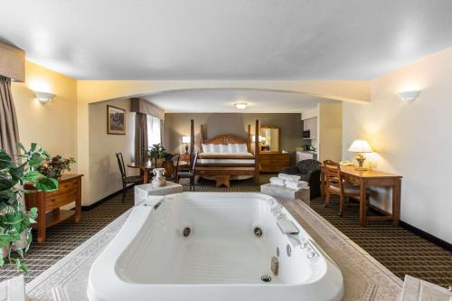 Quality Inn & Suites Summit County - Silverthorne, CO 80498