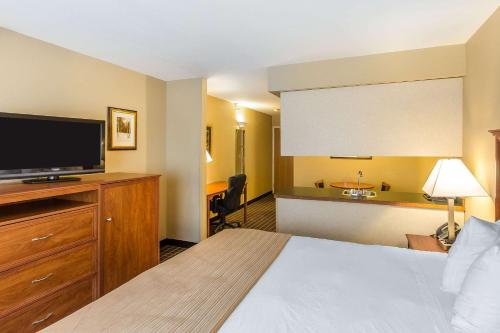 Quality Inn & Suites On The River - Glenwood Springs, CO 81601
