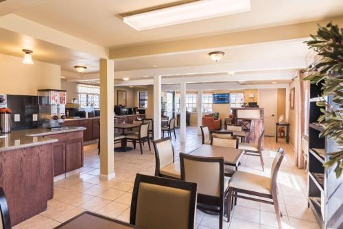 Rodeway Inn Montrose - Montrose, CO 81401
