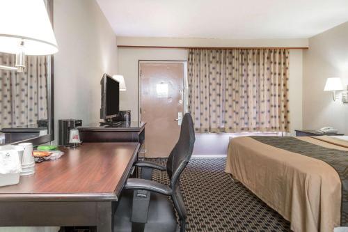 Econo Lodge West Haven - West Haven, CT 06516