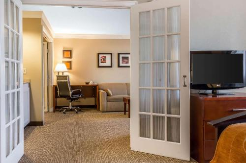 Comfort Suites Norwich - Norwich, CT 06360