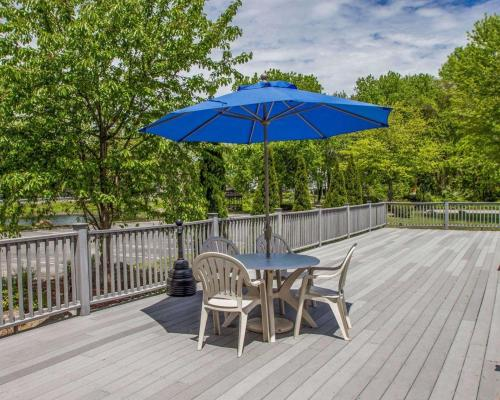 Econo Lodge Inn & Suites - Old Saybrook, CT 06475