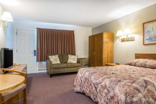Rodeway Inn Waterford - Waterford, CT 06385