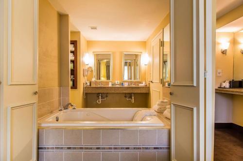 Clarion Hotel & Suites Hamden - New Haven - Hamden, CT CT 06518