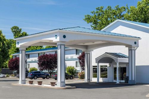 Quality Inn & Suites Danbury near University - Danbury, CT CT 06810