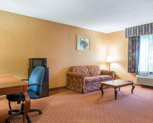 Quality Inn & Suites Meriden - Berlin, CT 06450