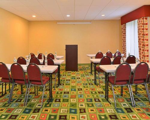 Quality Suites Stratford - Stratford, CT 06497
