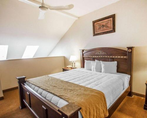 Rodeway Inn & Suites Torrington - Torrington, CT 06790