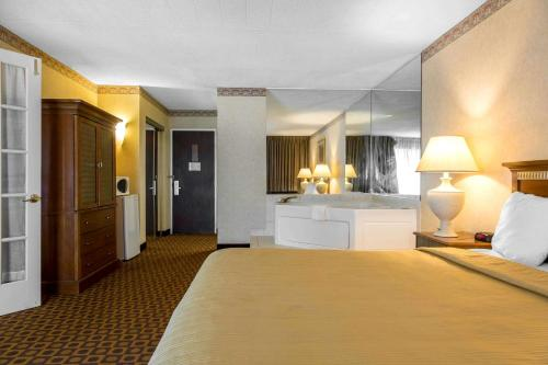 Quality Inn Windsor Locks - Windsor Locks, CT 06096