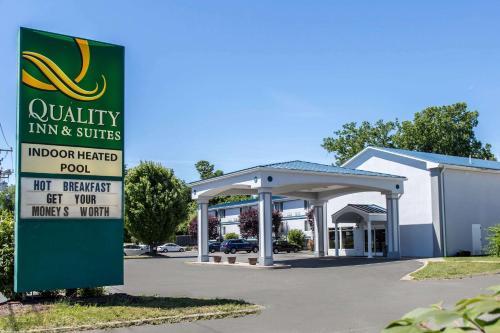 Quality Inn & Suites Danbury near University