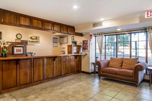 Econo Lodge Milldale-Southington - Plantsville, CT 06467