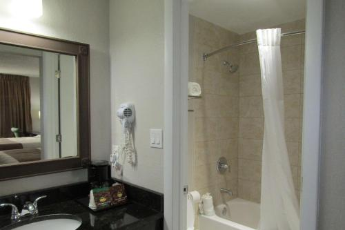 Quality Inn & Suites Kissimmee By The Lake - Kissimmee, FL 34747