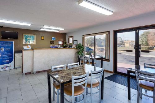 Rodeway Inn Lake City I-75 - Lake City, FL 32025