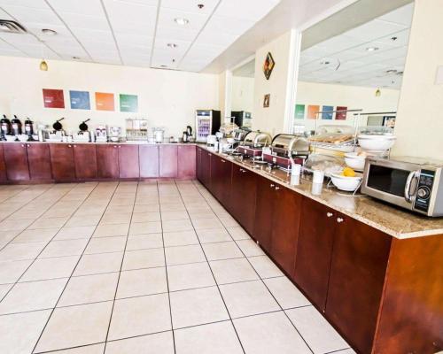 Quality Inn & Suites Winter Park Village Area - Orlando, FL 32810
