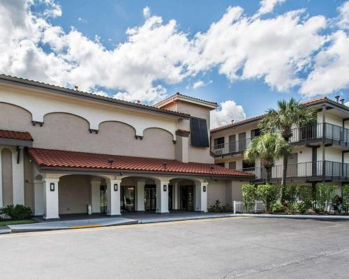 HotelQuality Inn By The Parks Near Disney