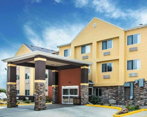 . Comfort Inn & Suites Waterloo – Cedar Falls
