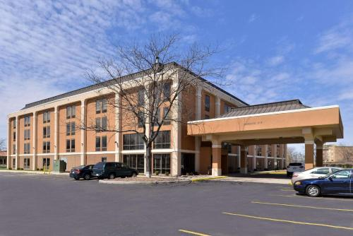 . Quality Inn and Suites Matteson