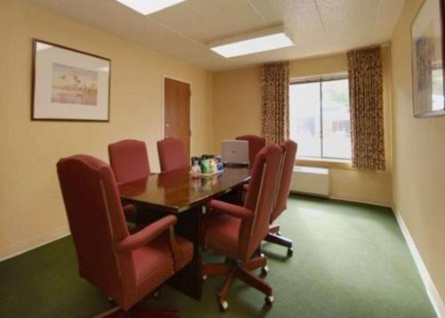 Comfort Inn & Suites North At The Pyramids - Indianapolis, IN 46268