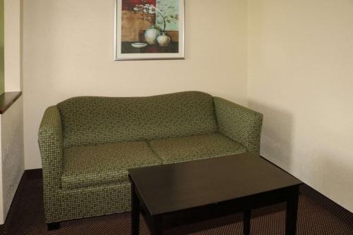 Quality Inn East Evansville - Evansville, IN 47715