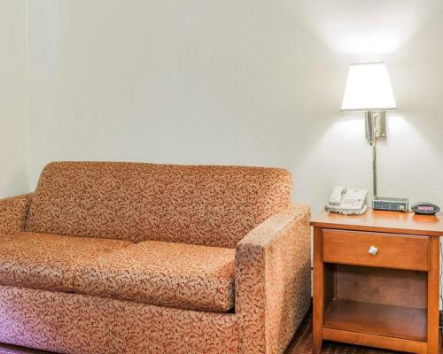 Quality Inn East Indianapolis - Indianapolis, IN 46219-1799
