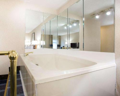 Quality Inn & Suites Portage