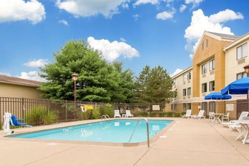 Comfort Inn East Evansville - Evansville, IN 47715