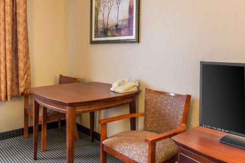 Quality Inn Scottsburg - Scottsburg, IN 47170
