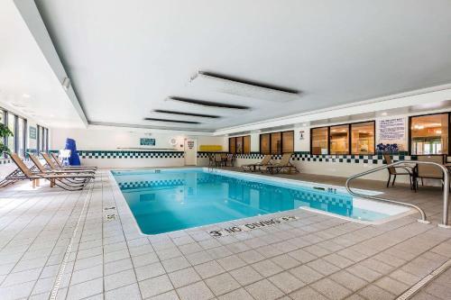 Comfort Inn & Suites Mishawaka - Mishawaka, IN 46545