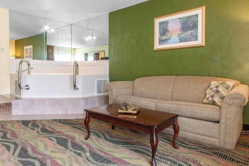 Quality Inn Conference Center - Logansport, IN 46947