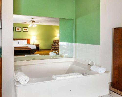 Comfort Inn Goshen - Goshen, IN 46526