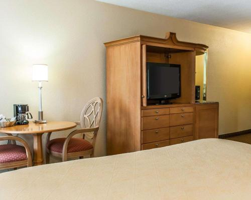 Quality Inn & Suites Shelbyville - Shelbyville, IN 46176