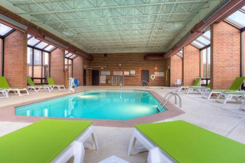 Comfort Inn & Suites Evansville - Evansville, IN 47711