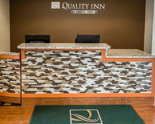 Quality Inn Chesterton - Chesterton, IN 46304