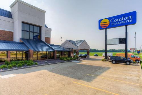 . Comfort Inn & Suites Evansville Airport
