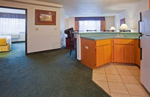Quality Inn & Suites Eagan - Eagan, MN 55122