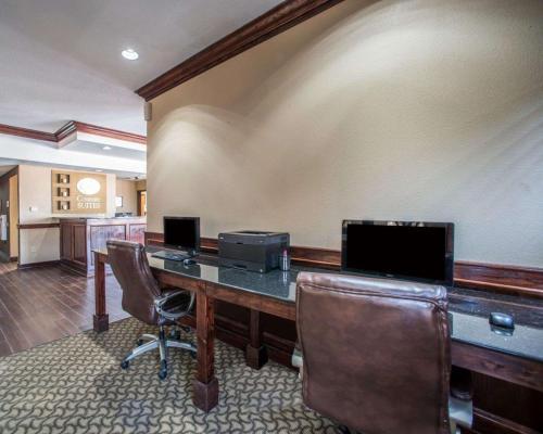 Comfort Suites Columbia - Columbia, MO 65202