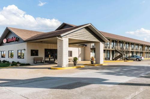 . Econo Lodge Inn & Suites Branson Shepherd of the Hills Expy