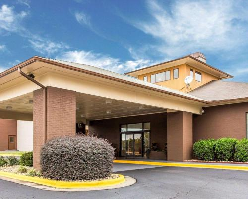 Quality Suites Convention Center - Hickory - Hotel