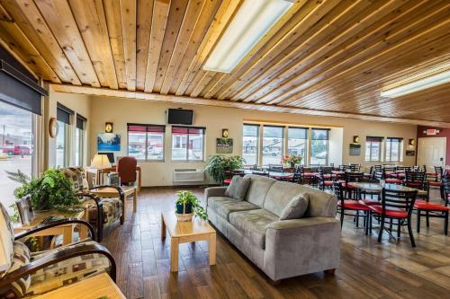 . Harmony Inn & Suites