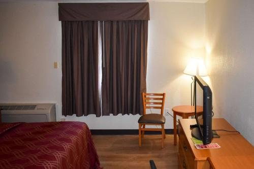 Econo Lodge Inn & Suites Bordentown - Bordentown, NJ 08505