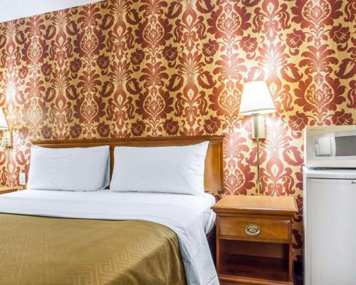 Days Inn by Wyndham Jersey City - Jersey City, NJ NJ 07307