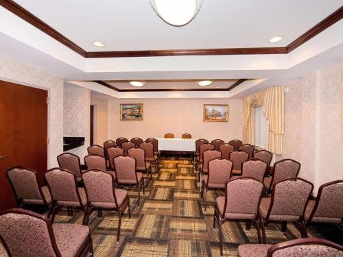 Quality Suites NYC Gateway - North Bergen, NJ NJ 07047