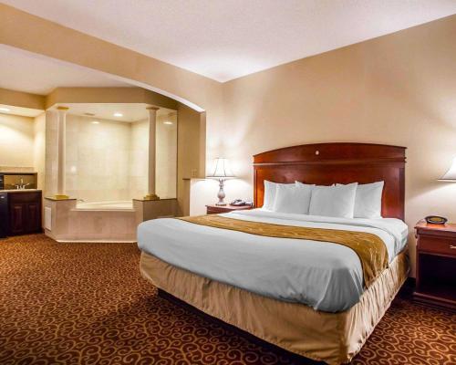 Comfort Suites East Brunswick - South River, NJ 08816