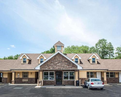 Econo Lodge Newton - Newton, NJ 07860