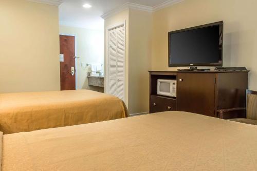 Quality Inn Near Mountain Creek - Vernon, NJ 07462