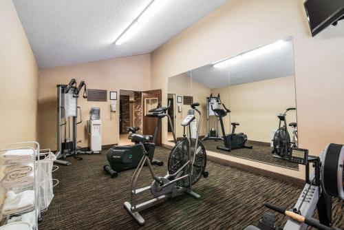 Clarion Inn & Suites - University Area