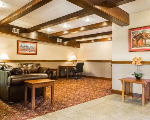 . Clarion Inn & Suites Lake George