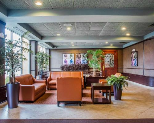 Clarion Hotel & Suites Riverfront - Oswego