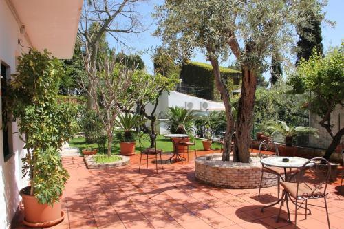 . Taormina Garden Hotel