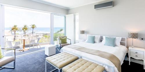7 Chilworth Road, Camps Bay, Cape Town, South Africa.
